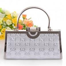 กระเป๋าคลัชออกงาน ถือเข้าชุดราตรีงานแต่งผู้หญิงแฟชั่นเกาหลีด้ามจับคริสตัล นำเข้า สีเงิน - พร้อมส่งAP2550 ราคา1500บาท