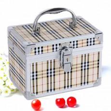 กระเป๋าใส่เครื่องสำอางค์ กล่องทรงสี่เหลี่ยมแฟชั่นเกาหลีลายตาราง นำเข้า สีครีม - พร้อมส่งAP2551 ราคา1500บาท