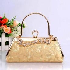 กระเป๋าคลัชออกงาน แบบถือผู้หญิงแฟชั่นเกาหลีเข้าชุดราตรีงานแต่ง นำเข้า ลายดอกไม้สีทอง - พร้อมส่งAP2555 ราคา1500บาท