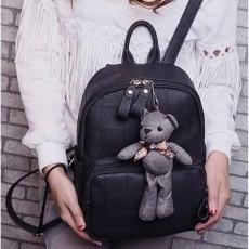 กระเป๋าเป้หนัง พร้อมตุ๊กตาหมีแฟชั่นเกาหลีสะพายหลังเดินทางสวยน่ารักช่องเยอะ นำเข้า สีดำ - พร้อมส่งIS1039 ราคา1300บาท
