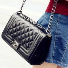กระเป๋าหนังสายโซ่สีดำ แฟชั่นสะพายออกงานหรูหราถือทำงานสวยสไตล์แบรนด์ นำเข้า - พร้อมส่งIS1052 ราคา1350บาท