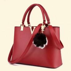 กระเป๋าหนังทำงาน พร้อมพวงกุญแจขนเฟอร์ทั้งสะพายและถือแฟชั่นใหม่ นำเข้า สีแดง - พรีออเดอร์IS1068 ราคา1450บาท