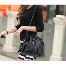 กระเป๋าสะพาย แฟชั่นเกาหลีสวยทรงขนมจีบอินเทรนด์ใหม่ นำเข้า สีดำ - พร้อมส่งIS987 ราคา950บาท [หมดค่ะ]