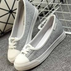 รองเท้าผ้าใบ คัทชูหุ้มส้นสวมสบายอินเทรนด์แฟชั่นเกาหลีนุ่มสบายเท้า นำเข้า ไซส์39 สีเทา - พร้อมส่งMA3034 ราคา1150บาท