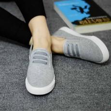 รองเท้าผ้าใบ คัทชูหุ้มส้นสวมสบายอินเทรนด์แฟชั่นเกาหลีนุ่มสบายเท้า นำเข้า ไซส์39 สีเทา - พร้อมส่งMA3035 ราคา1050บาท