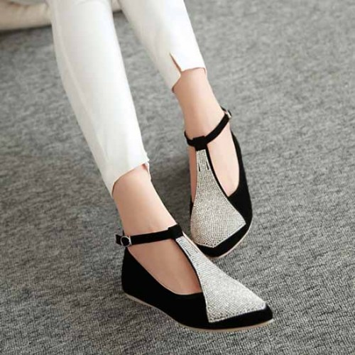 รองเท้าส้นเตี้ยแบน