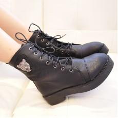 รองเท้าบูทมาร์ติน หุ้มข้อส้นหนากึ่งผ้าใบแฟชั่นเกาหลีหนังแท้ นำเข้า ไซส์39 สีดำ - พร้อมส่งRB2224 ราคา2200บาท