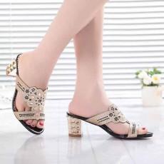รองเท้าออกงาน มีส้นแฟชั่นเกาหลีสวยหรูหราลายกราฟิกสีทอง นำเข้า สีดำ ไซส์38 - พร้อมส่งRB2242 ราคา1990บาท