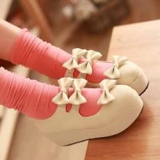 รองเท้าส้นเตารีด แฟชั่นเกาหลีแต่งโบว์น่ารักคิกขุรุ่นใหม่ นำเข้าไซส์34ถึง39 สีครีม - พรีออเดอร์RB2292 ราคา1300บาท