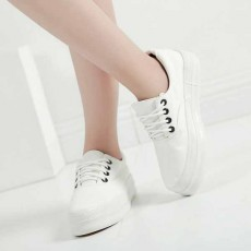 รองเท้าผ้าใบส้นหนา แฟชั่นเกาหลีแนวผู้หญิงแบบสวมหุ้มส้น นำเข้า ไซส์35ถึง39 สีขาว - พรีออเดอร์RB2294 ราคา1450บาท