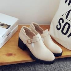 รองเท้าแฟชั่นเกาหลี สตรีทชูส์หนังนุ่มใส่สบายเพื่อสุขภาพไซส์ใหญ่ นำเข้า ไซส์33ถึง43 สีครีม - พรีออเดอร์RB2296 ราคา1750บาท