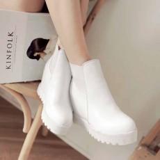 รองเท้าบูทสั้น หุ้มข้อส้นตึกแฟชั่นเกาหลีผู้หญิงหนังรุ่นใหม่เท่สุด นำเข้า ไซส์34ถึง43 สีขาว - พรีออเดอร์RB2307 ราคา1900บาท