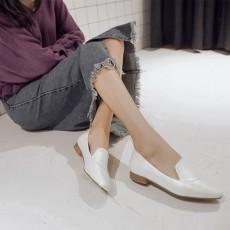 รองเท้าส้นเตี้ย เพื่อสุขภาพเท้าที่ดีแฟชั่นเกาหลีคัทชูหนังสวยใหม่ นำเข้าไซส์34ถึง39 สีขาว - พรีออเดอร์RB2341 ราคา1800บาท