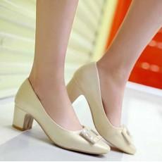 รองเท้าส้นสูง แฟชั่นเกาหลีหุ้มส้นหนังแต่งคริสตัลสวมสบาย นำเข้า ไซส์33ถึง43 สีครีม - พรีออเดอร์RB2344 ราคา1750บาท