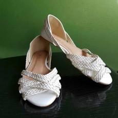 รองเท้าส้นเตี้ย หนังสานแฟชั่นเกาหลีเปิดหน้าเท้าหุ้มส้นใหม่ นำเข้าไซส์38 สีขาว - พร้อมส่งRB2395 ราคา490บาท
