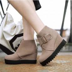 รองเท้าบูทสั้นหนังกำมะหยี่ แฟชั่นเกาหลีสวมง่ายดีไซน์ส้นเตารีด นำเข้า ไซส์34ถึง43 สีครีม - พรีออเดอร์RB2398 ราคา1950บาท