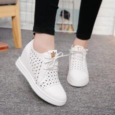 รองเท้าผ้าใบหนัง แฟชั่นเกาหลีผู้หญิงสไตล์วินเทจฉลุหนังใหม่ นำเข้า ไซส์34ถึง43 สีขาว - พรีออเดอร์RB2406 ราคา1950บาท