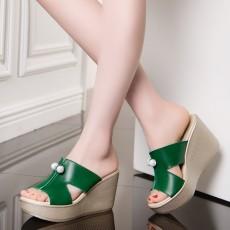 รองเท้าส้นตึก แต่งเม็ดคริสตัลแฟชั่นเกาหลีส้นเตารีดสวยใส่สบาย นำเข้าไซส์32ถึง43 สีเขียว - พรีออเดอร์RB2408 ราคา1950บาท