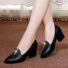 รองเท้าหนังแท้เพื่อสุขภาพ แฟชั่นเกาหลีคัทชูสวมหุ้มส้น นำเข้า ไซส์33ถึง41 สีดำ - พรีออเดอร์RB2424 ราคา1990บาท