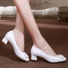รองเท้าหนังแก้ว แฟชั่นเกาหลีคัทชูสวมหุ้มส้นแต่งหัวเข็มขัด นำเข้า ไซส์34ถึง42 สีขาว - พรีออเดอร์RB2426 ราคา2000บาท