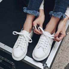 รองเท้าผ้าใบส้นหนา แฟชั่นเกาหลีผู้หญิงแบบหนังผูกเชือกใหม่ นำเข้า ไซส์34ถึง43 สีขาว - พรีออเดอร์RB2428 ราคา1950บาท