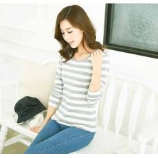 เสื้อยืดแขนยาวแฟชั่นเกาหลีผู้หญิงลายทางน่ารัก นำเข้า สีขาวเทา พร้อมส่งBL0113 ราคา380บาท