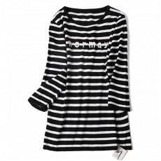 เสื้อยืดแขนยาวแฟชั่นเกาหลีผู้หญิงลายขวางน่ารักผ้านิตติ้งยืดหยุ่น นำเข้า สีขาวดำ พร้อมส่งBL0132 ราคา440บาท