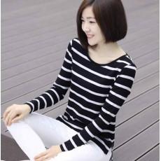 เสื้อยืดแขนยาวแฟชั่นเกาหลีผู้หญิงลายทางน่ารัก นำเข้า สีขาวดำ พร้อมส่งBL0167 ราคา440บาท