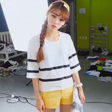เสื้อยืดแขนสั้น แฟชั่นวันรุ่นฮาราจูกุลายขวางน่ารัก นำเข้า สีขาว ฟรีไซส์ - พร้อมส่งTJ7316 ราคา450บาท [หมดคะ]