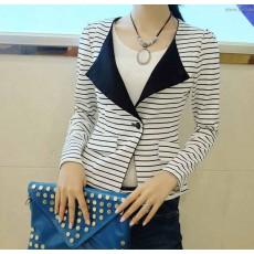 เสื้อสูท แฟชั่นเกาหลีผู้หญิงแขนยาวลำลองลายขวางสีขาวดำ นำเข้า ฟรีไซส์ - พร้อมส่งTJ7340 ราคา1050บาท