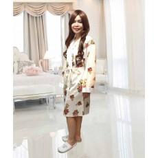 เสื้อคลุมชุดนอน ผ้าซาตินหนานุ่มอย่างดีแฟชั่นลายดอกไม้หรู ฟรีไซส์ นำเข้า สีขาวอมครีม - พร้อมส่งTJ7576 ลดพิเศษ399บาท