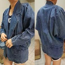 เสื้อแจ็คเก็ตยีนส์ ผู้หญิงแฟชั่นเกาหลีแขนค้างคาวอินเทรนด์มีกระเป๋าข้าง ส่งออก ฟรีไซส์ - พร้อมส่งTJ7648 ราคา1100บาท