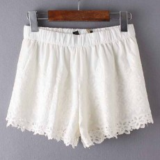 กางเกงขาสั้น แฟชั่นเกาหลีผ้าคอตตอนลูกไม้เอวยืด นำเข้า สีขาวอมครีม - พร้อมส่งTJ7688 ราคา800บาท
