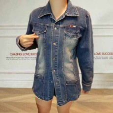 เสื้อแจ็คเก็ตยีนส์ ผู้หญิงแฟชั่นเกาหลีแขนยาวสวยเข้ารูปคลุมสะโพกเซ็กซี่ ส่งออก ฟรีไซส์ - พร้อมส่งTJ7702 ราคา1100บาท
