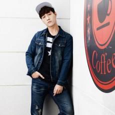 เสื้อแจ็คเก็ตยีนส์ ผู้ชายแฟชั่นเกาหลีแขนยาวเอวตรงทรงหลวมเทรนด์ใหม่ ฟรีไซส์ สียีนส์เข้ม - พร้อมส่งTJ7725M ราคา1190บาท