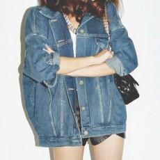 เสื้อแจ็คเก็ตยีนส์หลวม แบบตัวยาวคลุมสะโพกแฟชั่นเกาหลีผ้าเดนิมหนาแท้ใหม่สุด ฟรีไซส์ สียีนส์ - พร้อมส่งTJ7758 ราคา990บาท