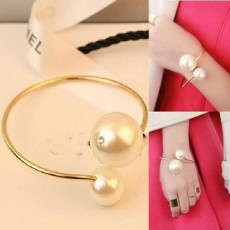 กำไลมุก แฟชั่นเกาหลีมุกคู่ใหญ่หรูหราน่ารักสวยใหม่ Elegant Pearl Bracelet นำเข้า สีทอง - พร้อมส่งW210 ลดราคา129บาท