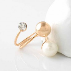 แหวนคริสตัล ใหม่แฟชั่นเกาหลีประดับมุกขาวสวยหรูหรา Gold Crystal Pearl Rings นำเข้า สีทอง - พร้อมส่งW228 ราคา300บาท