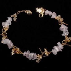 สร้อยข้อมือ แฟชั่นดีไซน์ก้างปลาแต่งหินสีชมพูอ่อน Gemstone Jewelry Bracelet นำเข้า สีทอง - พร้อมส่งW277 ราคา180บาท