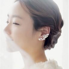 ต่างหูคลิป แฟชั่นเกาหลีหนีบด้านข้างใบหูคริสตัลมุกใหม่สวย Crystal Pearl Clip Ear Cuff นำเข้า - พร้อมส่งW283 ลดราคา99บาท