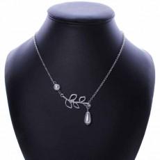สร้อยคอแฟชั่น เส้นเล็กประดับมุกสีขาวลายใบไม้สวยหรู นำเข้า สีเงิน Pearl Leaf Necklace - พร้อมส่งW294 ราคา250บาท