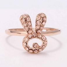 แหวนแฟชั่นเกาหลี ประดับคริสตัลรูปกระต่ายทอง14Kปลายเปิดปรับขนาดได้ นำเข้า สีทอง - พร้อมส่งW296 ราคา300บาท