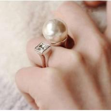 แหวนมุกคริสตัล แฟชั่นเกาหลีสวยหรูหราปรับขนาดได้ Crystal Pearl U Shape Rings นำเข้า - พร้อมส่งW303 ลดราคา99บาท