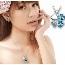 สร้อยคอคริสตัล แฟชั่นสวยหรูสวมนำโชค Crystal Lucky Clover Necklace นำเข้า สีฟ้า - พร้อมส่งW330 ลดราคา99บาท