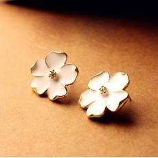 ต่างหูดอกไม้ แฟชั่นเกาหลีสวยใส่แล้วหน้าสว่างมีออร่าทองแท้14K Gold Earrings นำเข้า สีขาว - พร้อมส่งW447 ลดราคา99บาท