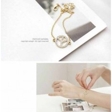 กำไลข้อมือ แฟชั่นเกาหลีสร้อยคริสตัลแทนความรักน่ารักสวยแบบใหม่ นำเข้า สีทอง - พร้อมส่งW466 ลดราคา99บาท