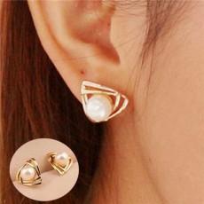ต่างหูมุก ฐานสามเหลี่ยมไขว้หรูหราใหม่แฟชั่นเกาหลีสวย 14K Gold Earrings นำเข้า สีทอง - พร้อมส่งW494 ลดราคา99บาท