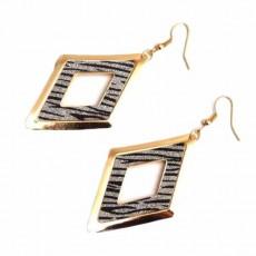 ต่างหูระย้า แฟชั่นเกาหลีรูปสี่เหลี่ยมดีไซน์เซ็กซี่ลายทาง Drop Dangle Earrings นำเข้า สีทอง - พร้อมส่งW561 ลดราคา99บาท