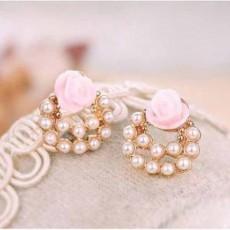ต่างหูแฟชั่นเกาหลี รูปดอกไม้ประดับมุกสวยหวานน่ารัก Floral Earrings นำเข้า สีชมพู - พร้อมส่งW584 ลดราคา99บาท
