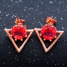 ต่างหูเพชร แฟชั่นเกาหลีประดับคริสตัลสามเหลี่ยมทองคำ CZ 18K Gold Earrings นำเข้า สีแดง - พร้อมส่งW613 ลดราคา99บาท